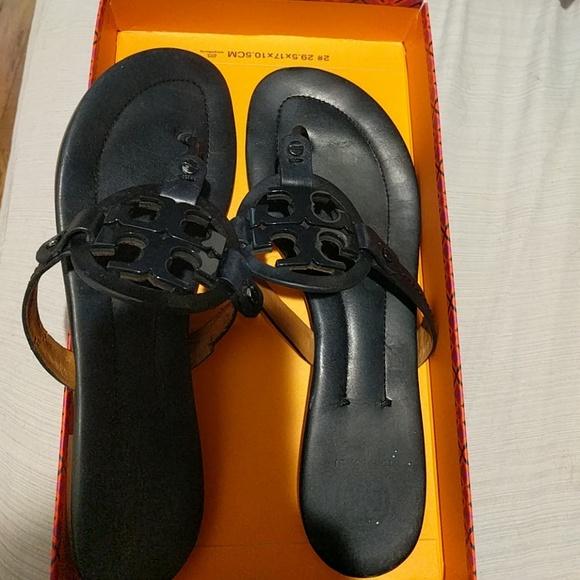 0f72d296c26b24 Damaged navy Tory Burch Miller 2 sandals size 9. M 5b1380acd6dc521d0714ad3b